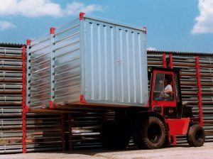 Handling of an assembled storage container in a kit form