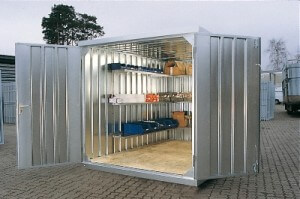 Storage room in kit form equipped with shelving layout